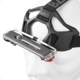 Kamerahalterung für den Kopf auf einem Styropor Kopf