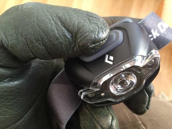 Schalter der Cosmo mit dicken Handschuhen gedrückt